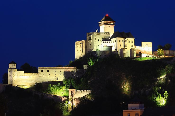 trencin castle, trenciansky hrad, slovakia tourism, sightseeing in slovakia, slovakia guide